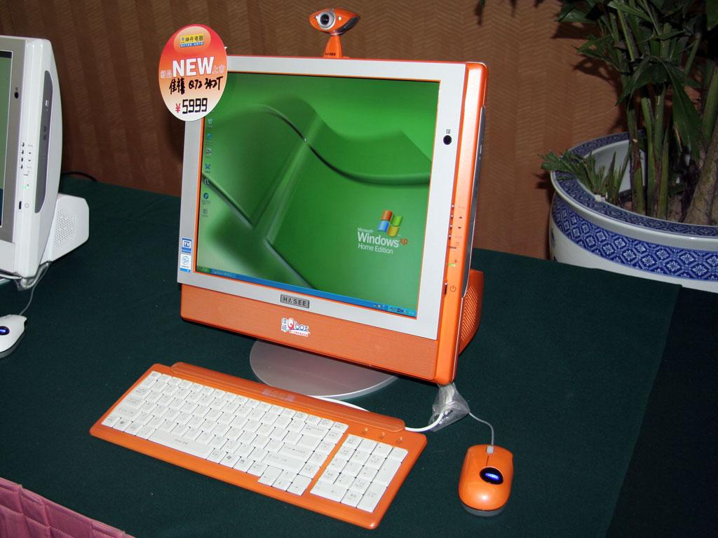 """神舟""""可爱宝""""数字家庭电脑将电脑主机和液晶显示器融为一体,并集成"""